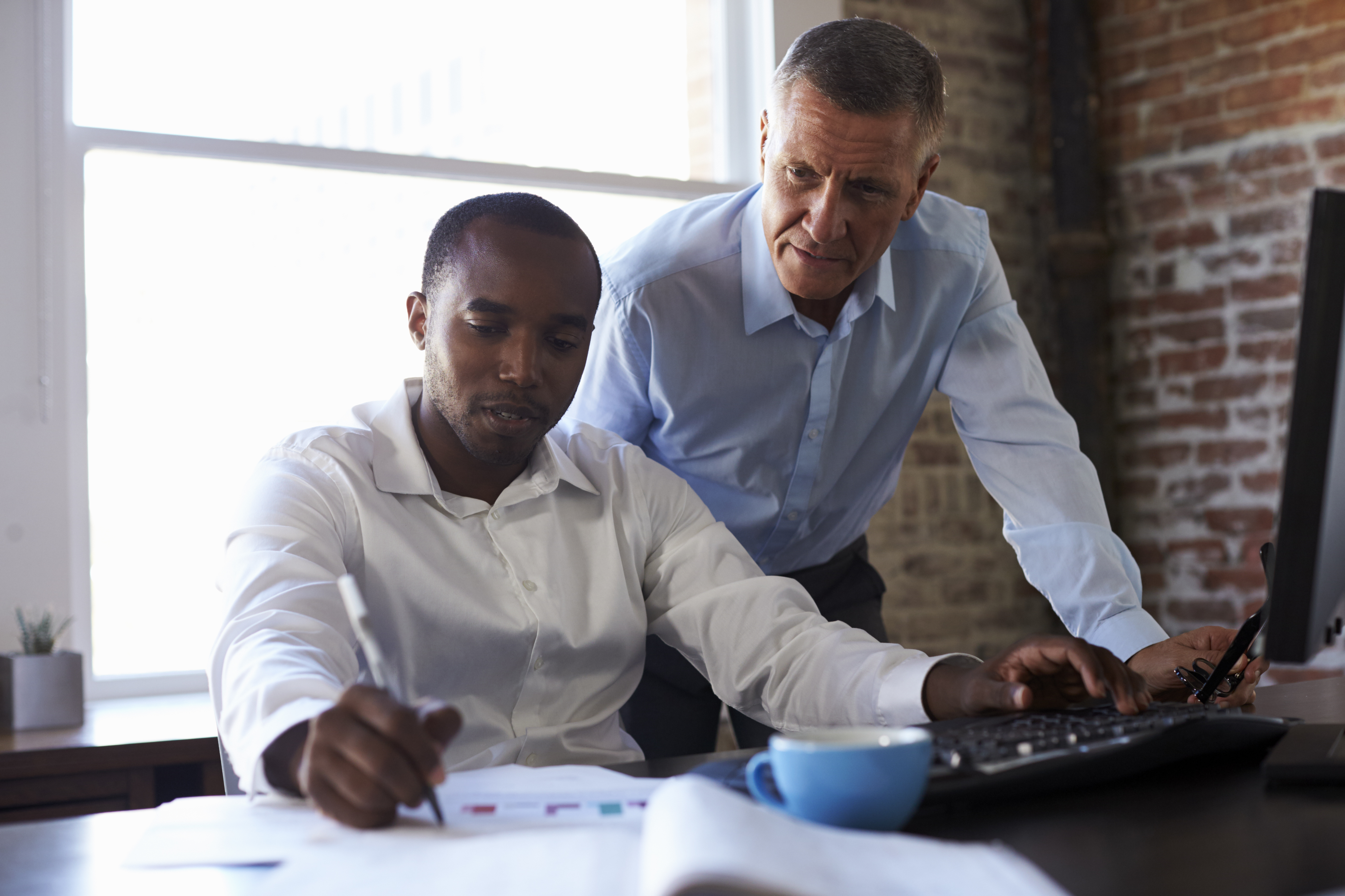 businessmen-working-on-computer-in-office-P3V4QHN.jpg